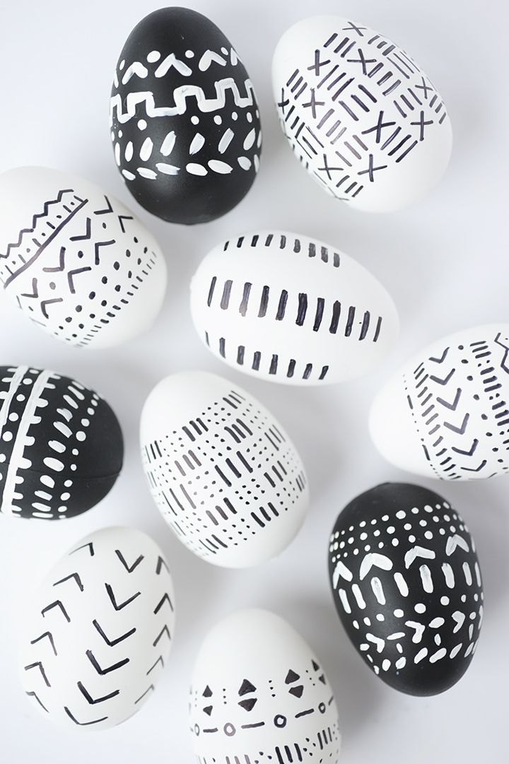 Looking for a new take on Easter eggs? Try this simple tutorial for DIY mud cloth Easter eggs! | www.homeology.co.za