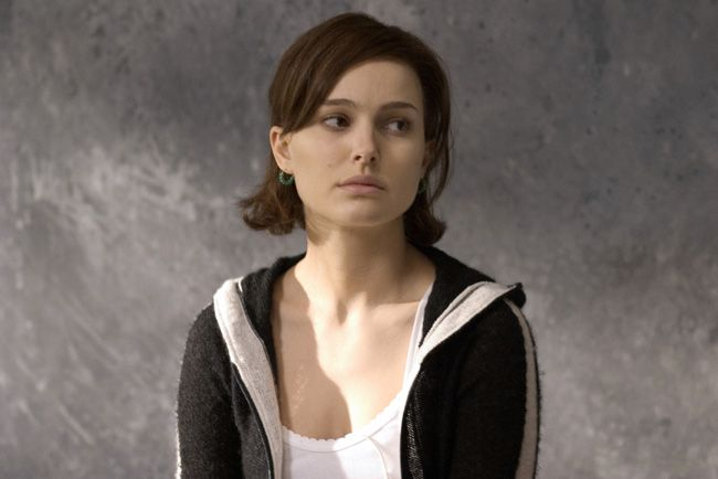 Her hair is so adorbs in this movie - Closer-natalie-portman-221182_650_434.jpg (650×434)