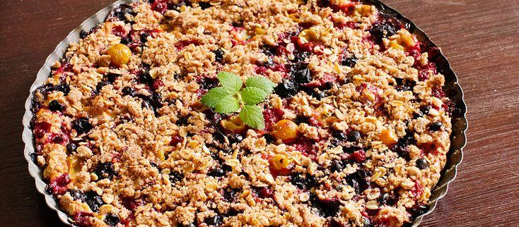 Ovocný koláč z jogurtového cesta Ak by ste náhodou nevedeli čo s ovocím. #recept #ovocie #koláč #marhule #višne http://varme.dennikn.sk/recipe/ovocny-kolac-z-jogurtoveho-cesta/