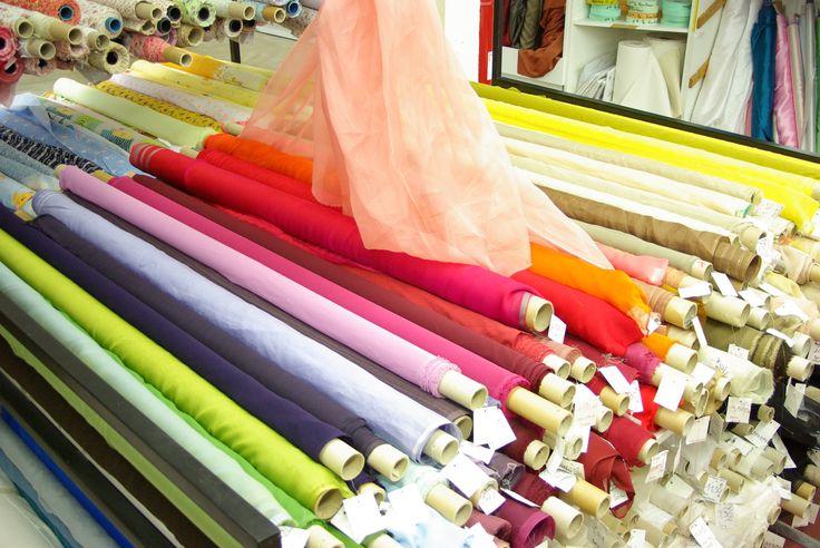 De merveilleuses mousselines de soie pour vos robes, jupes, étoles ou pour toutes créations de votre choix. Disponibles au rayon Coutre & Haute Couture de votre magasin Ellen Décoration.