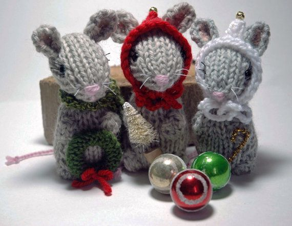 Knitting Patterns For Christmas Mice : 16 best images about knitted christmas ornaments on Pinterest Yarns, Christ...