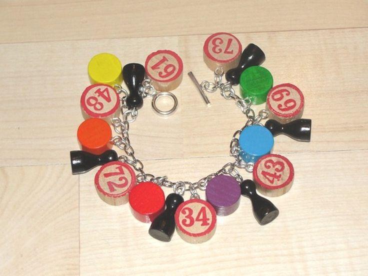 Bettelarmband aus alten Spielsteinen Bracelet made from vintage game pieces by Recycling-art