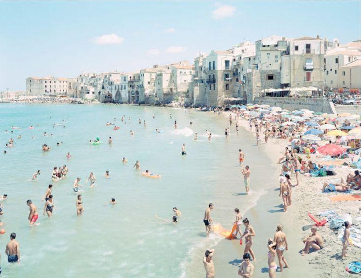 Le spiagge affollate di Massimo Vitali