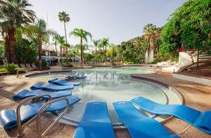 """Release Your Inner Child - and Your Stress - at """"Club Mud"""": Pools at Glen Ivy Hot Springs"""