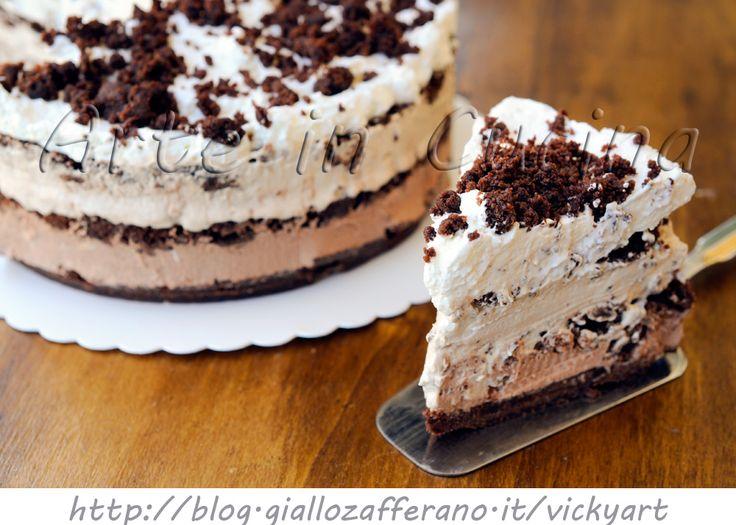 Millefoglie di biscotti sbriciolata cioccolato e panna