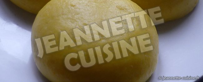 Ingrédients (pour 4 personnes) 4 bananes plantain mures, 125 gr de flocons de purée de pomme de terre (type mousseline), de la fécule de pommes de terre. Préparation (cette recette est une adaptation française elle évite le coté filandreux du manioc ) La pâte de...