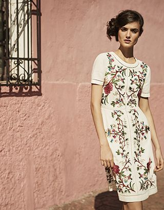 Ever-essential linen gets a new-season make-over by way of on-trend embroidery, thanks to our beautiful Lilou dress. Destined for the sunshine, this stunning...