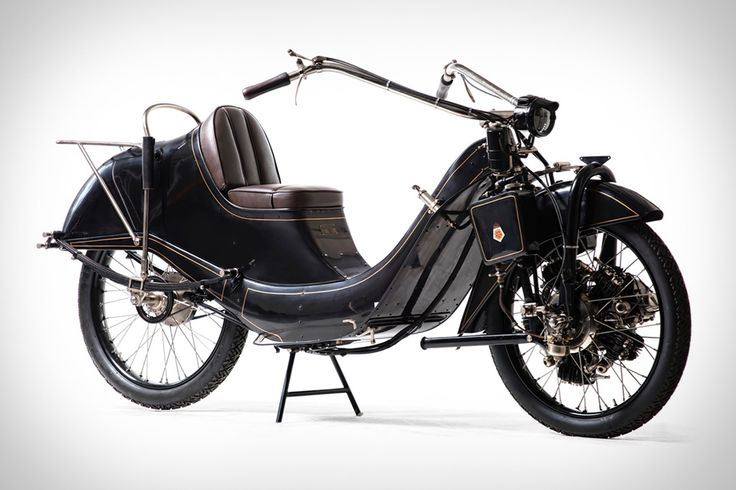 Produced in Germany from 1921 to 1925, the Megola Motorcycle only saw around 2,000 bikes completed. That's why this 1921 Megola 640CC Touring Motorcycle model is such a rare find. It's powered by a original 640cc five-cylinder radial engine that...