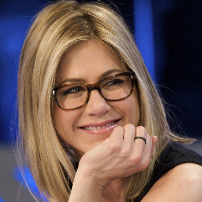 No longer must bookish broads face name-calling and ridicule for pulling out their reading glasses. Hot stars like Zooey Deschanel and Tina Fey have turned the smart spec look into a trend with their iconic TV characters. And we think a lady in