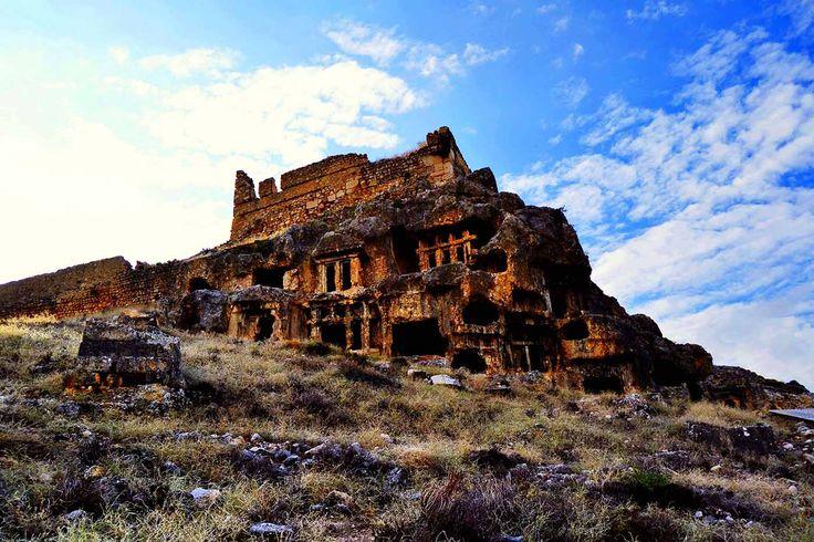 Görkemli kaya mezarları .. / Monumental rock tombs .. Tlos