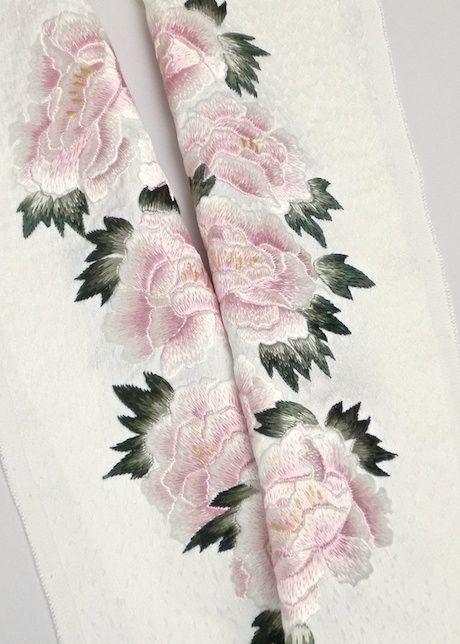 手刺繍半衿 正絹 Haneri(neckpiece on a kimono) of hand embroidery ,silk fabrik