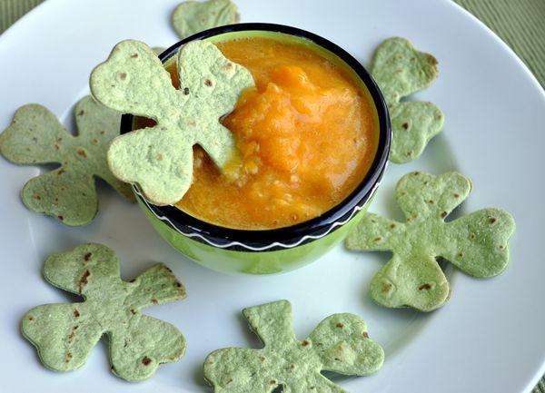 Pot 'O' Gold Salsa & Shamrock tortilla chips {Natural Girl Diary via How Does She?}