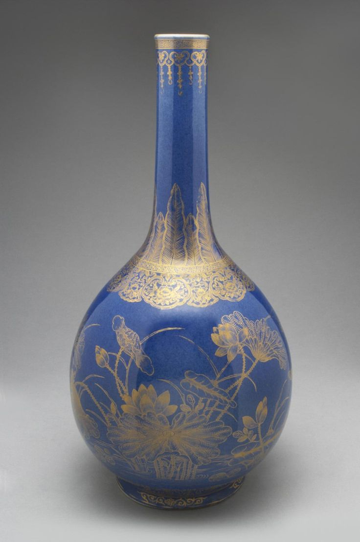 Bottle Vase  Artist/maker unknown, Chinese  Geography: Made in China, Asia Period: Qing Dynasty (1644-1911) Date: Early 18th century