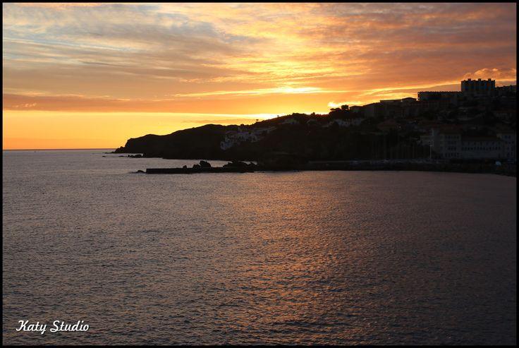 Levé de soleil sur la méditerranée en hiver
