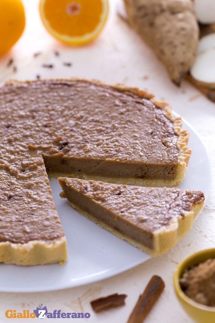 Direttamente dagli #USA la #torta di patate dolci (sweet potato pie) deliziosa e nutriente! La farcitura di #patate #dolci americane è arricchita con un connubio di spezie che ne esaltano la dolcezza: #cannella, #nocemoscata, chiodi di #garofano, #arance e molto altro rendono questo dessert un must per il #thanksgivingday! #ricetta #GialloZafferano #americanfood #americanrecipe #ExpoMilano2015