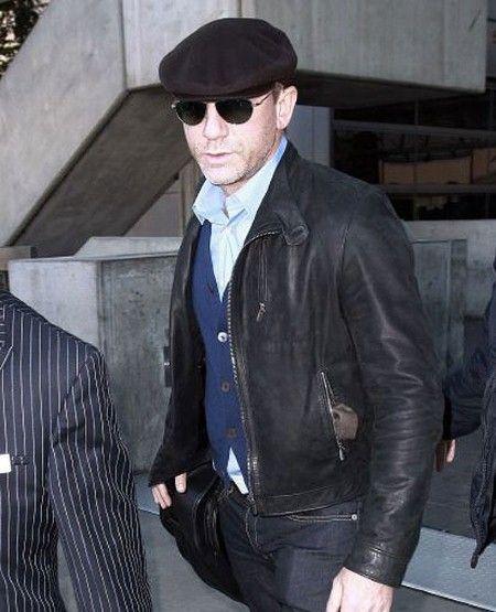 Daniel Craig in Flat Cap
