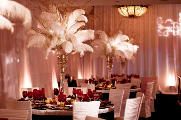 Feathers can even be included into your wedding reception decorations like these beautiful table centerpieces! | via @wedspecialists