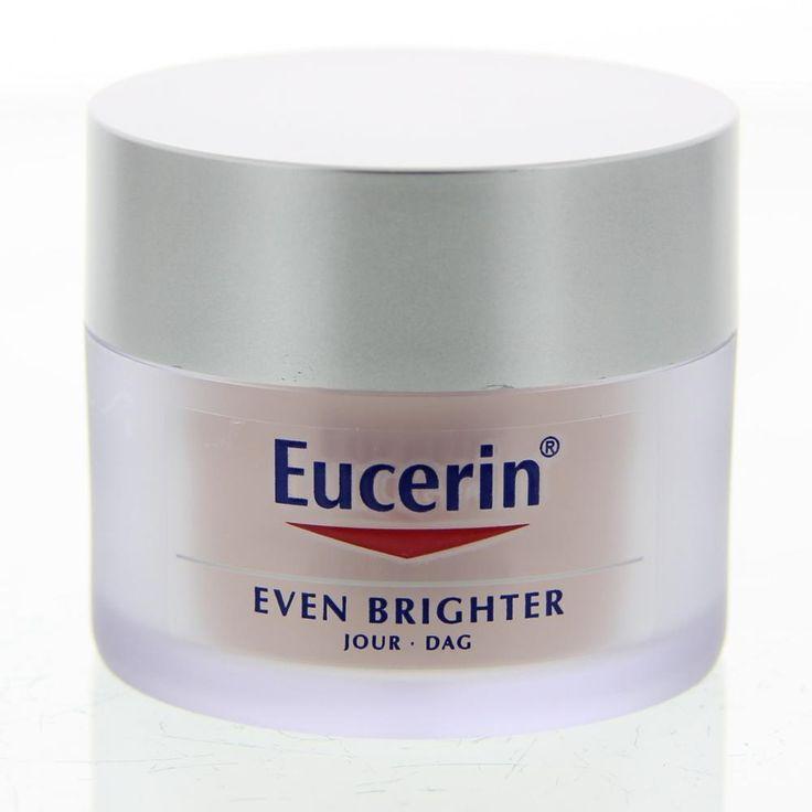 Eucerin Even Brighter Pigmentverminderende Dagcrème SPF30 Crème Pigmentvlekken 50ml  Description: Eucerin Even Brighter Pigmentverminderende Dagcrème SPF30.Blootstelling aan UV straling hormonale invloeden en stress kunnen resulteren in een overproductie van Melanine in de huid. Pigmentvlekken zoals donkere vlekken ouderdomsvlekken en sproeten ontstaan hierdoor is de huidteint minder egaal en minder stralend. Het melanineproces in de huid start door een enzym genaamd Tyrosinase dat is…