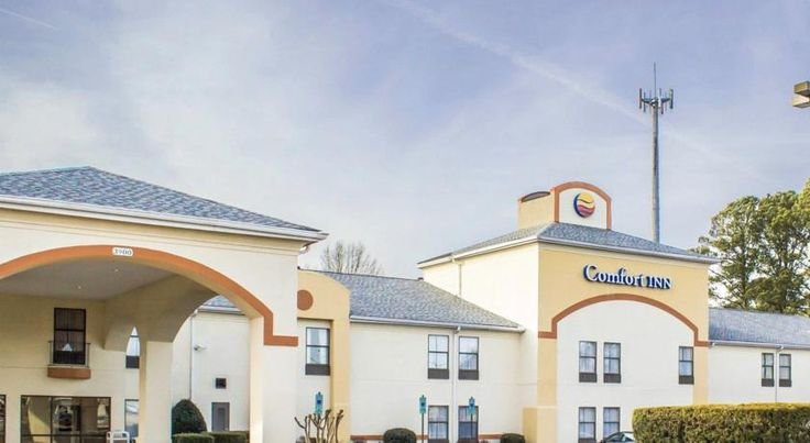 Comfort Inn of Winterville Winterville The non-smoking Comfort Inn hotel is located in the town of Winterville, NC, just south of Greenville. It is situated three blocks from Pitt Community College.