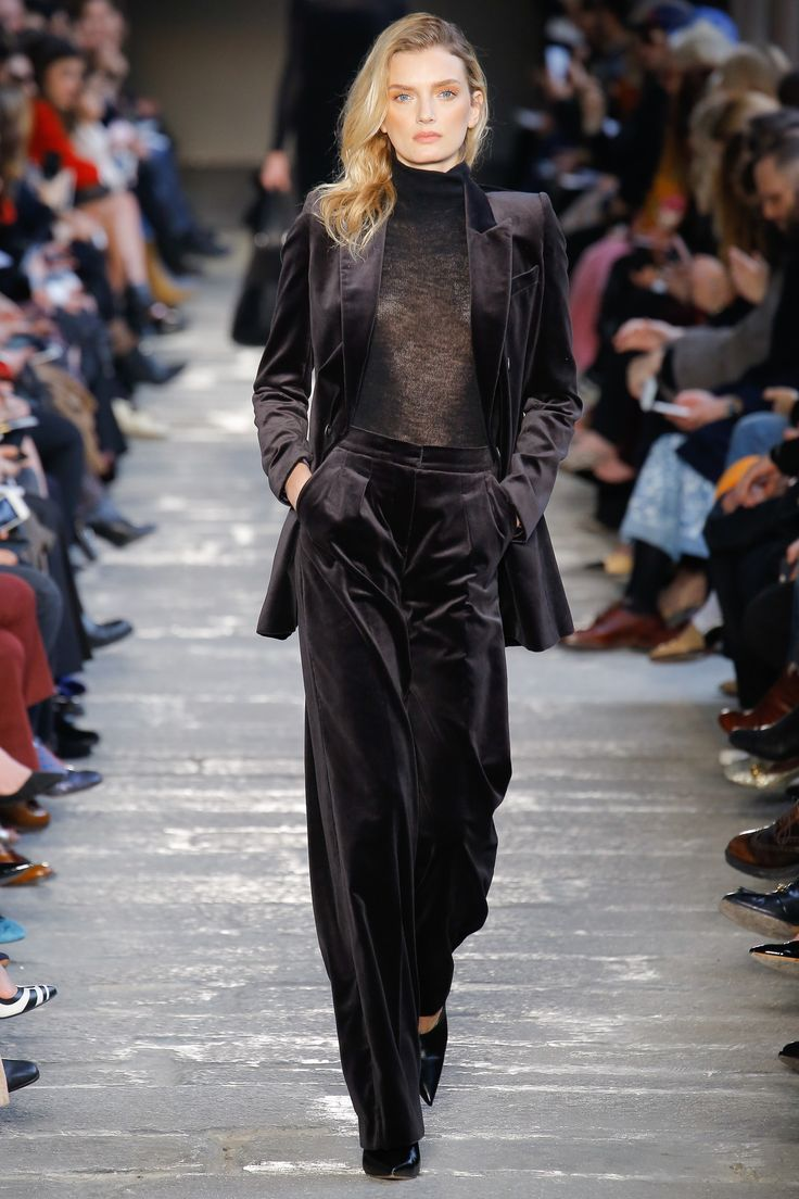 Max Mara Fall 2017 Ready-to-Wear Fashion Show - Lily Donaldson