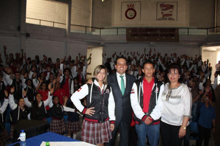 Entrega de chaquetas Prom 2015 a los alumnos de la I.E Enrique Velez Escobar