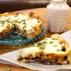 Tarta de calabaza asada, cebollas caramelizadas y queso crema | Inutilisimas