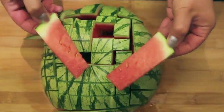 Schnell, kernlos, mundgerecht: Wassermelone schneiden - so wird´s gemacht
