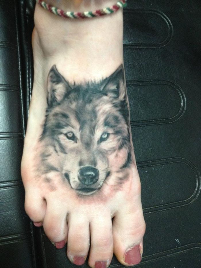head wolf tattoo for women on foot (42)