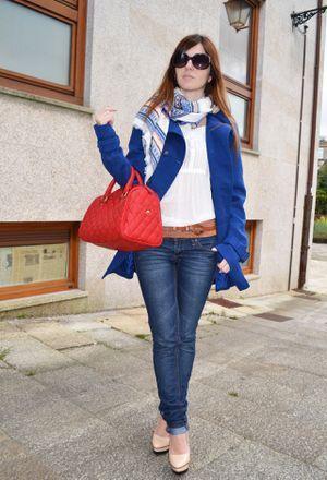 Look by @mapetitebyana with #primark #coat #zara #massimodutti #coats #heels #sfera #stradivarius #scarves #streetstyle #bolsos #blue #bags #sunglasses #belts.