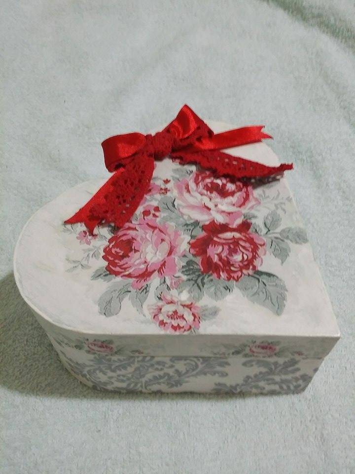 love heart red roses box
