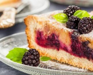 Gâteau estival et léger aux mûres : http://www.fourchette-et-bikini.fr/recettes/recettes-minceur/gateau-estival-et-leger-aux-mures.html