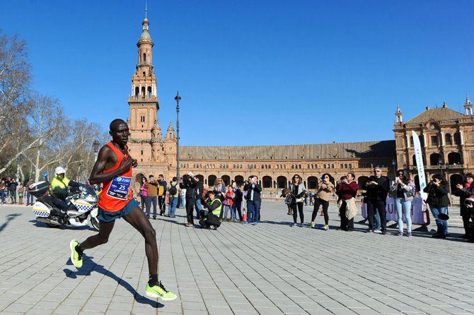 Ya ha empezado la cuenta atrás para la Zurich Maratón de Sevilla 2016. Esta maratón es ya famosa por reunir runners de todo del mundo. ¿Te la vas a peder?
