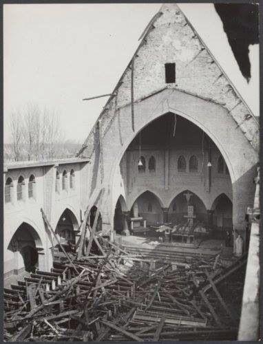 Sportlaankerk Den Haag. In 1958 stort het dak in na een felle brand.