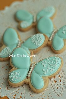 Wäre doch ein nettes Backwerk für die Taufe.  Butterfly Cookies | Flickr - Photo Sharing!