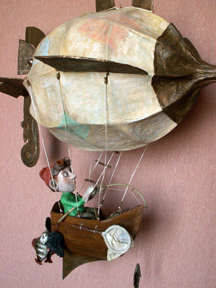 Гномий рыболовный дирижабль с пилотом и уловом. Папье-маше. Автор Маргарита Белова