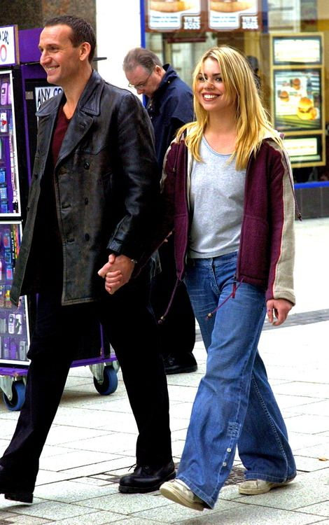 Christopher Eccleston and Billie Piper on the set of series 1
