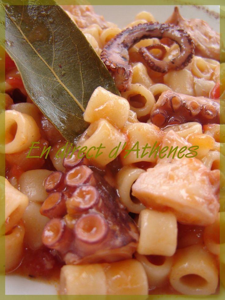 Χταπόδι ξυδάτο Pendant le Carème, mollusques et crustacés sont autorisés, pour la raison qu'ils n'ont pas de sang... Ma période préférée pour consommer poulpes, seiches et autres calamars... Cette recette peut être faite indifféremment avec l'un ou l'autre....