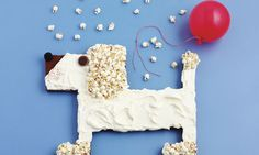 Gâteau d'anniversaire chien: Biscuit: Partager la plaque en deux à l'aide de papier d'alu. Renforcer la séparation avec des moules à cake. Chemiser de ...