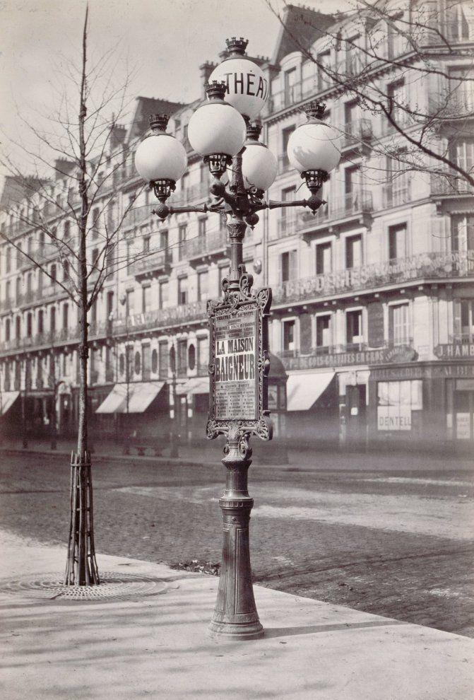 Candélabre à cinq branches, avec porte-affiches - Boulevard de Sébastopol - Paris IIIe - 1864 - Photo de Charles Marville