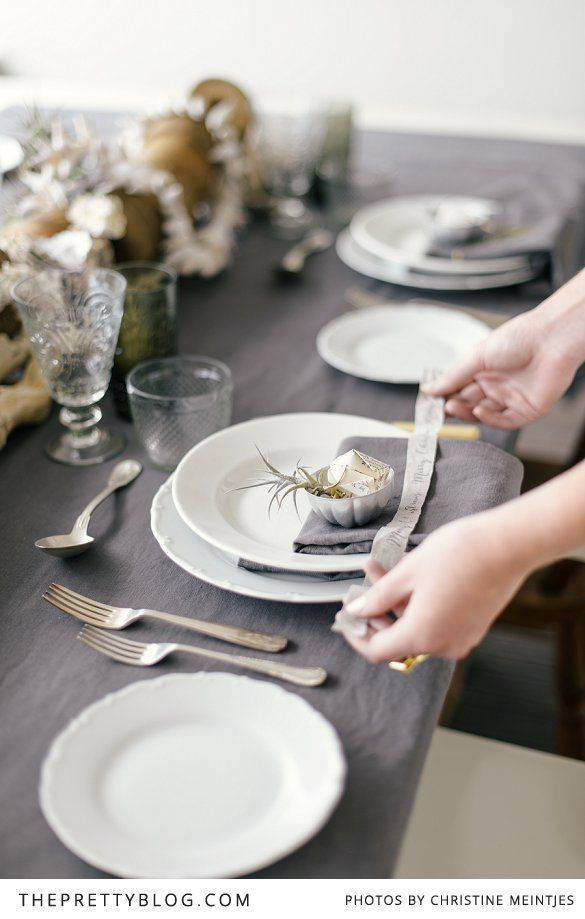 Table setting for Christmas with a beach inspiration | Photography by Christine Meintjies