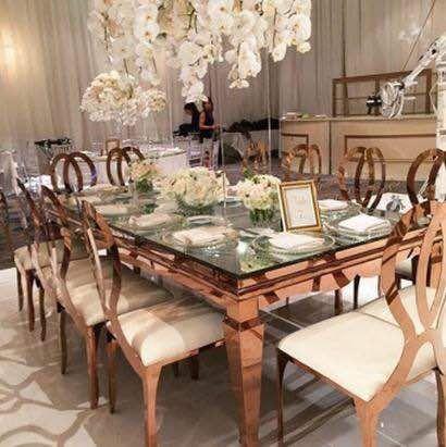 Mesa rectangular  Rose Gold de acero inoxidable para 10 pers  Ideal para tu boda  Solo en Alfa y Omega Alquileres y Banquetes