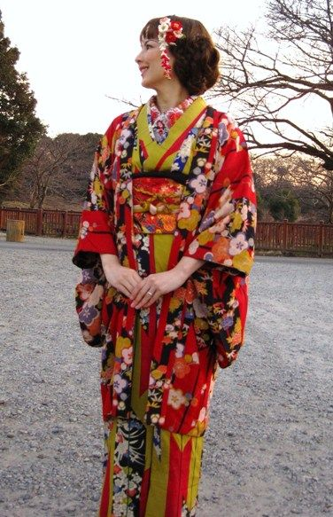 Taishou Era Style (1912-1926) Japan 「耳隠し」。大正時代の女性に大流行した髪形で束髪の一種。