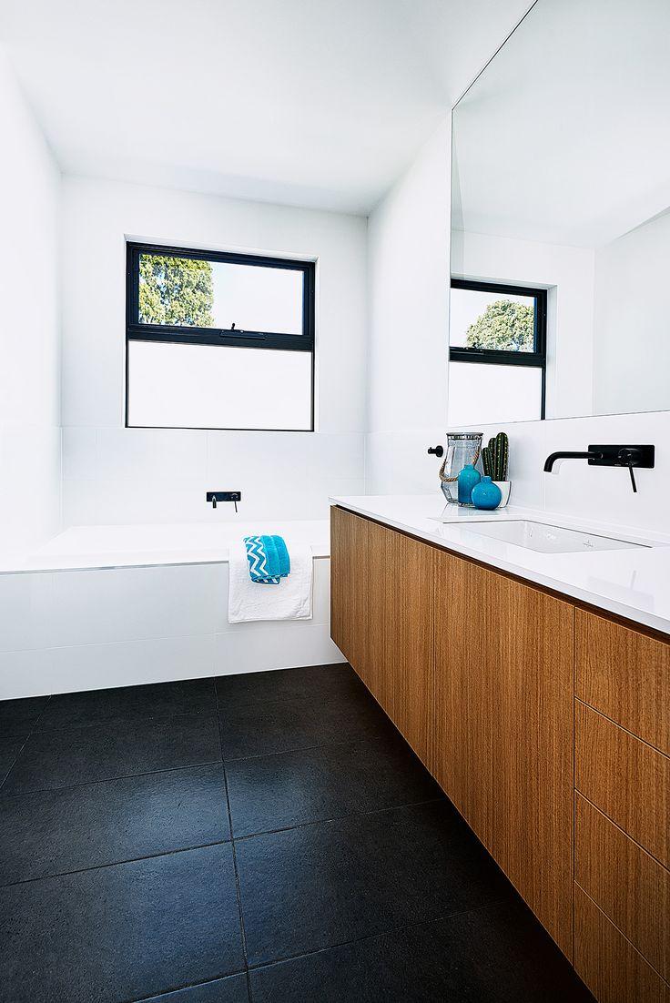 Livingston 30 bathroom