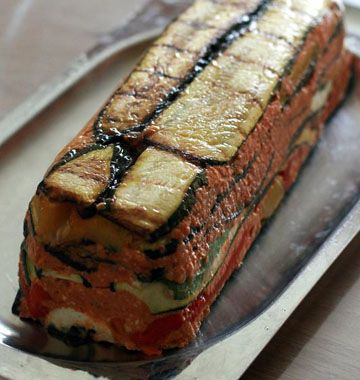 Photo de la recette : Terrine aux légumes d'été, chèvre et pesto de tomates confites