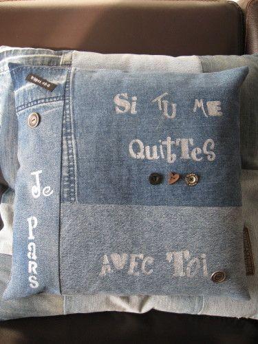Envie d'une p'tite déclaration d'amour pour la saint valentin? J'ai ze déclaration unique, éco-responsable et farfelue! Le cOUSSiN D'AmOur recYclé 40*40 cms pièces en jeans recyclées, dos en chemise d'homme recyclée, entièrement déhoussable, boutons récup...