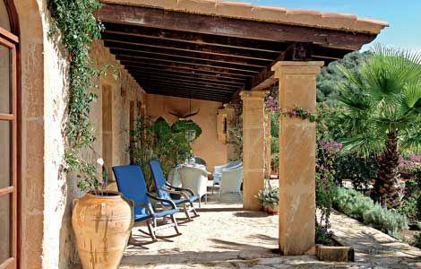 Mediterraner Stil: Überdachte Terrasse - Wohnen & Garten