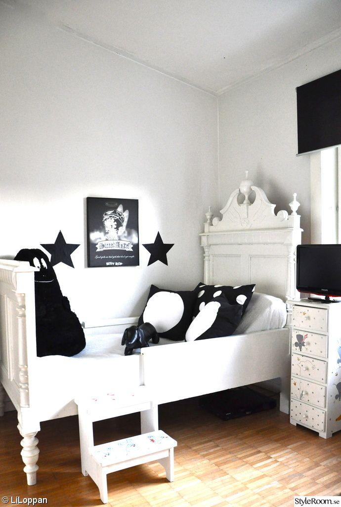 children's room, black / white, grow bed, pillows