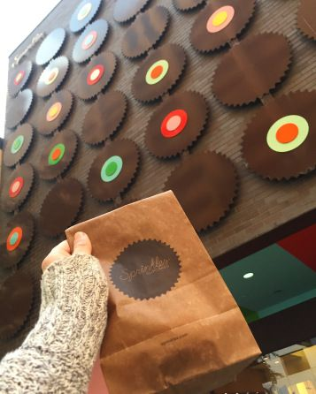 cupcakes  sprinkles  sprinkles cupcakes  college  chicago   illinois  downtown  oak street