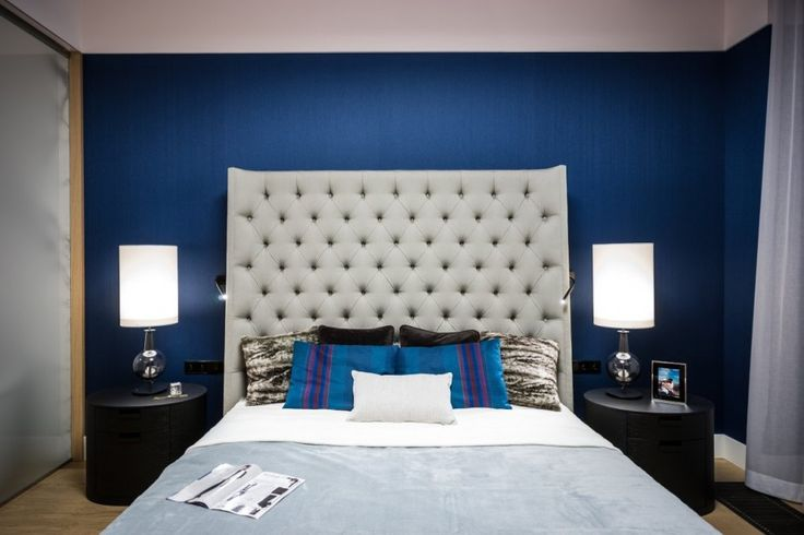 Apartment Warsaw centre luxurious white sofa couch lamp spacious timeless bedroom blue coverlet