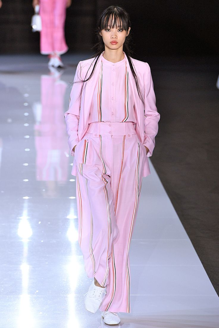PASTEL ROJO ROSADO_LONDRES Pastels Are the Prettiest Trend at London Fashion Week  - Emporio Armani from InStyle.com